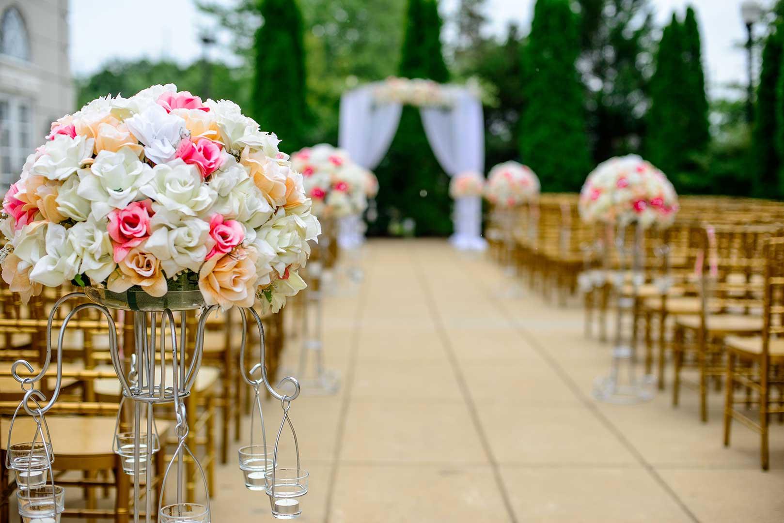 Ukrašen prostor na kome će biti venčanje