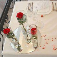 cvetni-aranzmani-za-stolove-za-svadbu