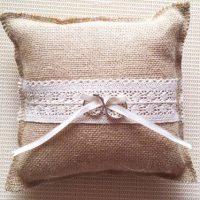jastuk-koji-drzi-burme